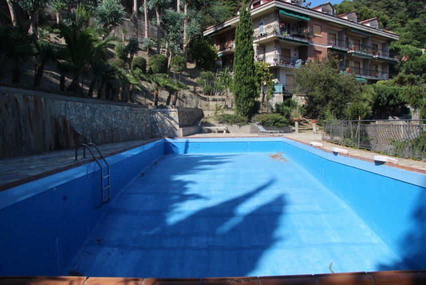 Ampio bilocale conca verde vallecrosia confine bordighera for Conca verde piscine