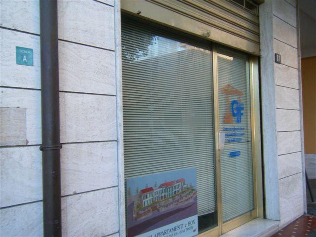 negozio appartamento Vallecrosia Imperia 500 mt mare
