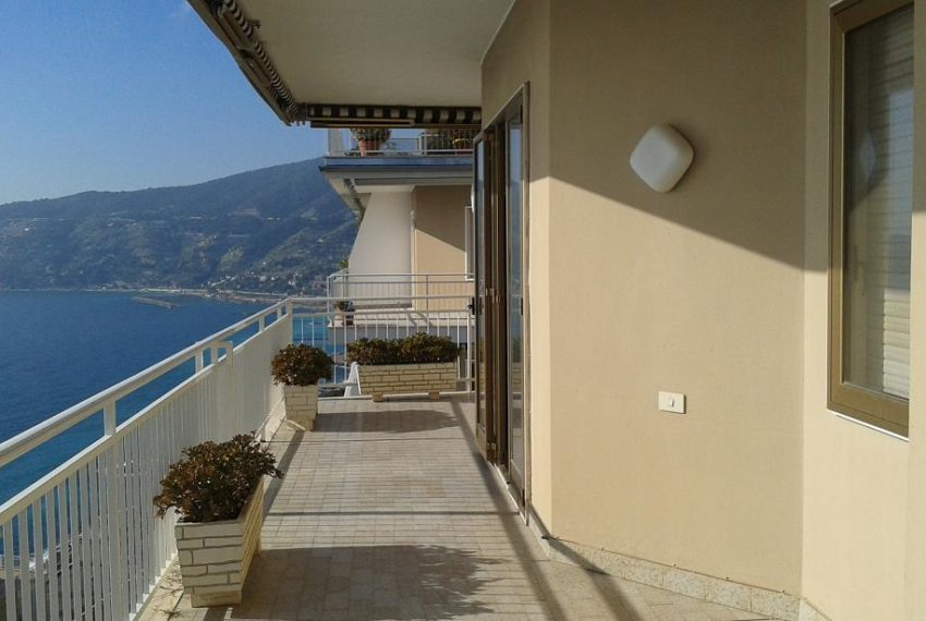 Three rooms flat Ospedaletti Imperia special offer