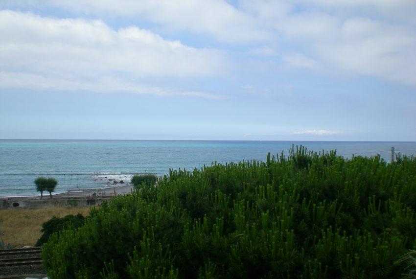 operazione immobiliare palazzina fronte mare Vallecrosia
