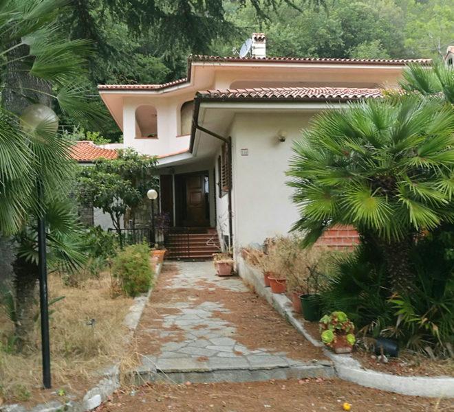 villa-vallecrosia-giardino-vendita
