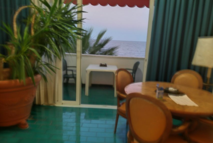 Two rooms seafront flat Bordighera exclusive private beach